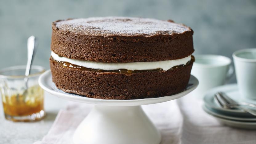 cách làm bánh bông lan socola 2 cách làm bánh bông lan socola Cách làm bánh bông lan socola nhân kem bơ đơn giản cach lam banh bong lan socola 2