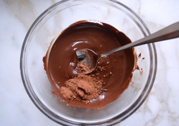 cách làm bánh bông lan socola 7 cách làm bánh bông lan socola Cách làm bánh bông lan socola nhân kem bơ đơn giản cach lam banh bong lan socola 7