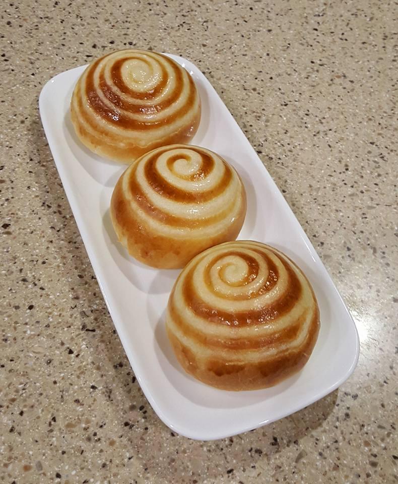 cách làm bánh mì ngọt nhân kem 5 cách làm bánh mì ngọt Cách làm bánh mì ngọt nhân kem xoắn ốc mê ly cach lam banh mi ngot nhan kem 5