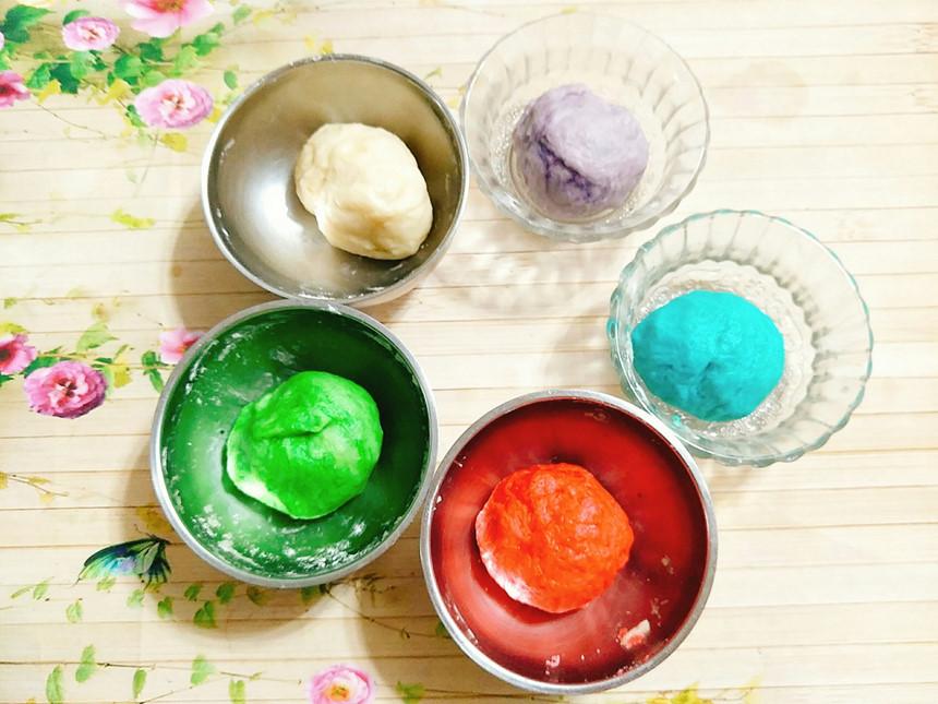 cách làm bánh trung thu 4 cách làm bánh trung thu Cách làm bánh Trung thu hiện đại đầy màu sắc đáng yêu cach lam banh trung thu 4