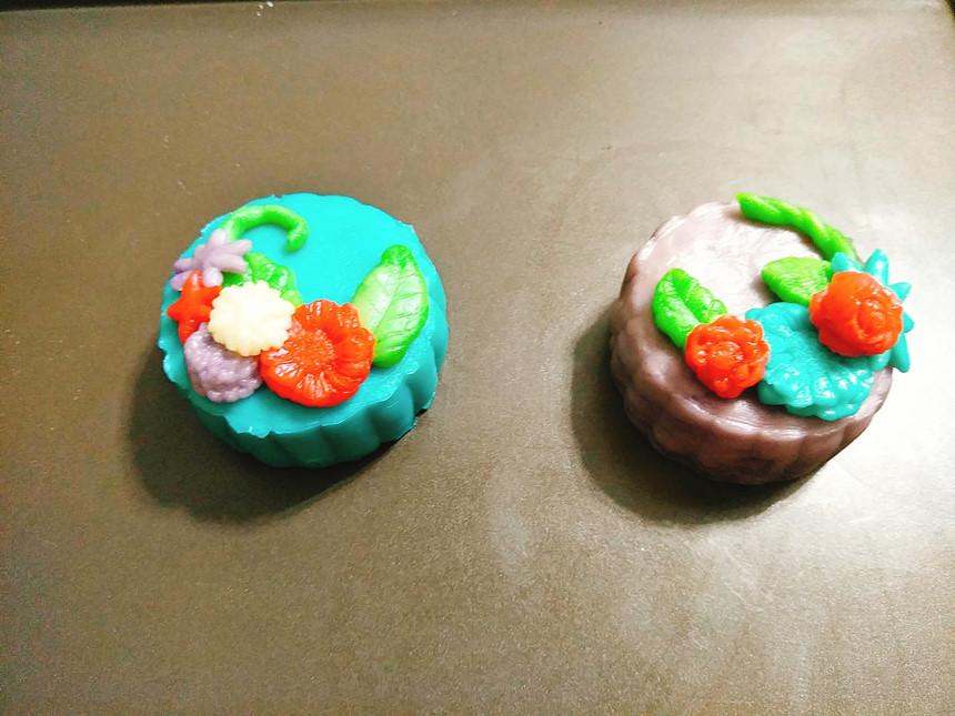 cách làm bánh trung thu 8 cách làm bánh trung thu Cách làm bánh Trung thu hiện đại đầy màu sắc đáng yêu cach lam banh trung thu 8