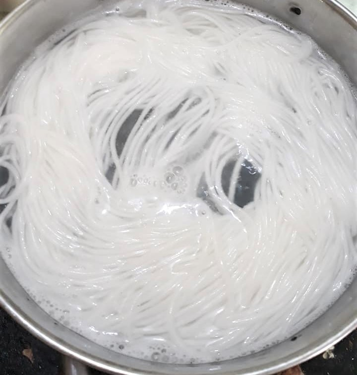 cách làm bún tươi 3 cách làm bún tươi Cách làm bún tươi tại nhà vừa ngon vừa sạch cach lam bun tuoi 3 1