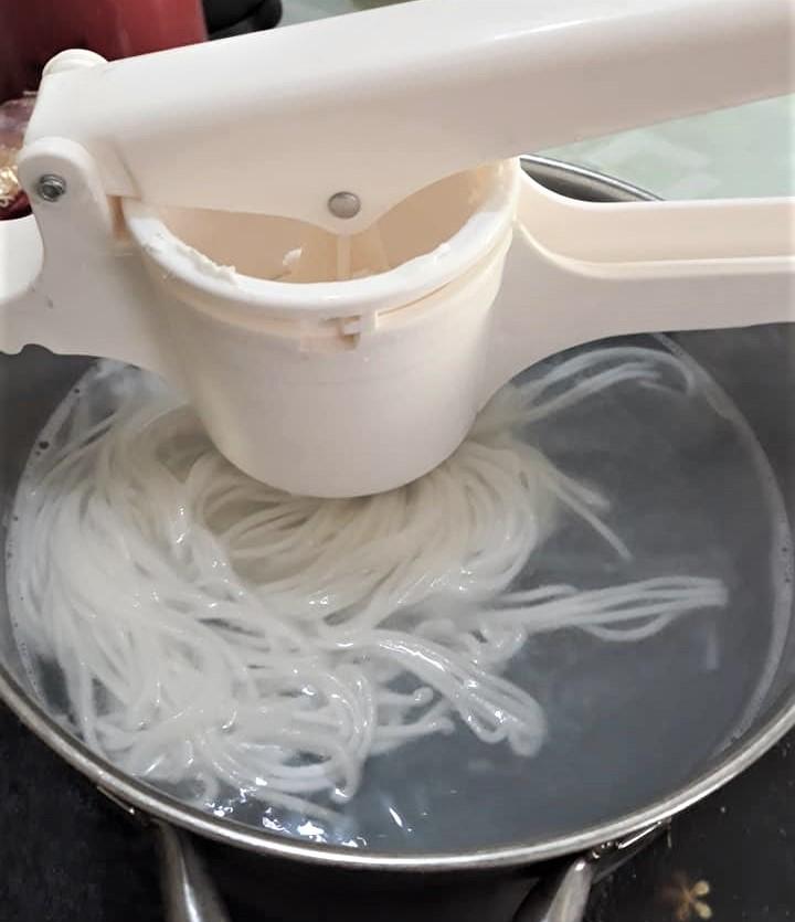 cách làm bún tươi 6 cách làm bún tươi Cách làm bún tươi tại nhà vừa ngon vừa sạch cach lam bun tuoi 6