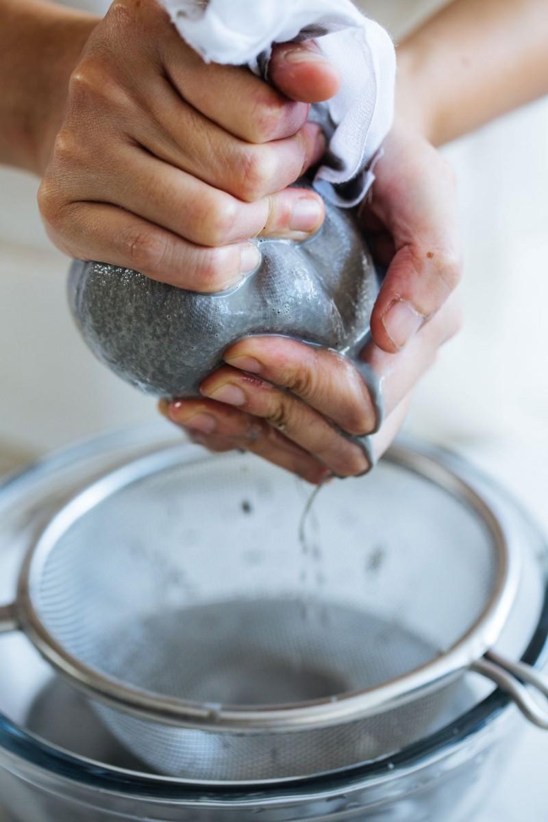 cách làm sữa mè đen hạnh nhân 5 cách làm sữa mè đen Cách làm sữa mè đen hạnh nhân thơm nức mũi cach lam sua me den hanh nhan 5