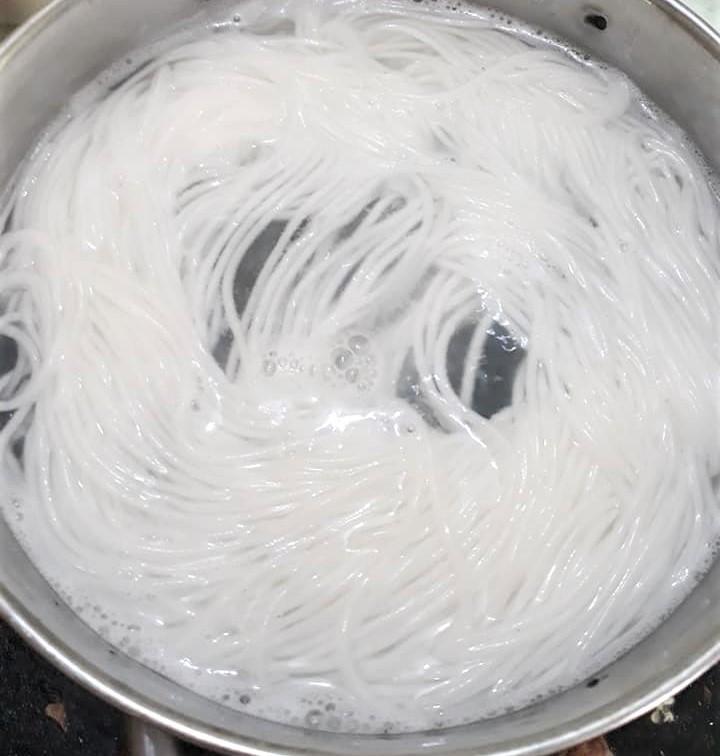 cách làm mì sợi 4 cách làm mì sợi Cách làm mì sợi, bún tươi và chè bánh lọt bằng ống ép mì đa năng ban co the lam mon gi 11