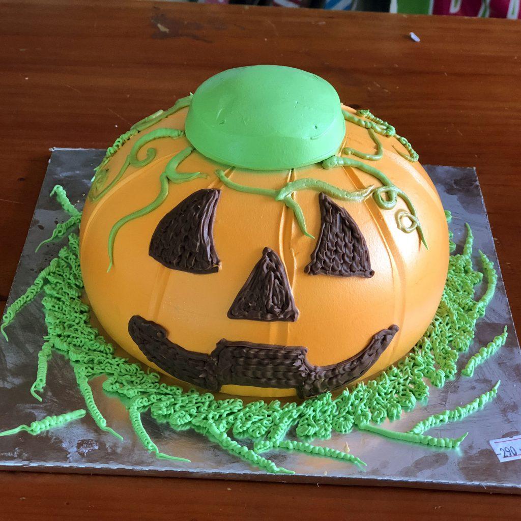 Cách tạo hình bánh bí ngô Halloween cách tạo hình bánh bí ngô halloween Cách tạo hình bánh bí ngô Halloween ngộ nghĩnh ai ai cũng làm được banh kem hinh trai bi ngo mat quy cho le halloween