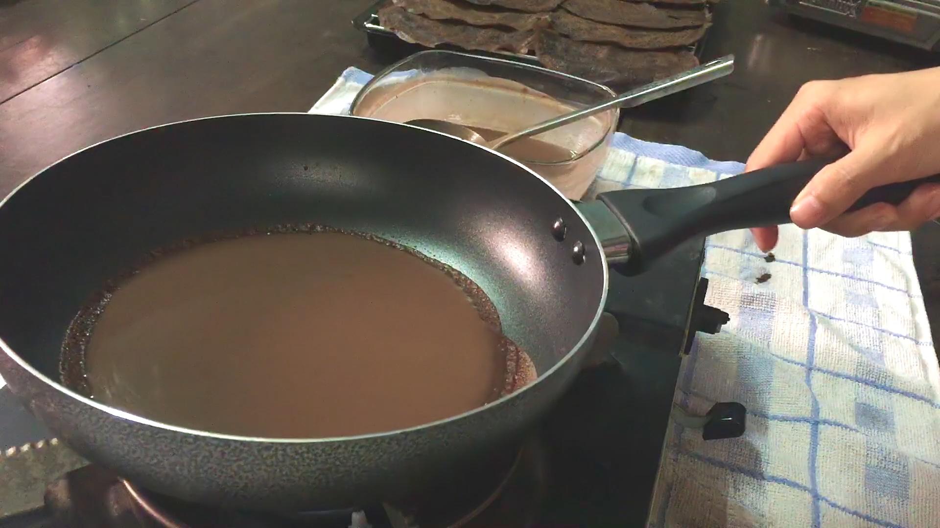 cách làm bánh crepe socola 5 cách làm bánh crepe socola Cách làm bánh Crepe Socola ngàn lớp cuộn kem ngon mãn nhãn cach lam banh Crepe Socola 5