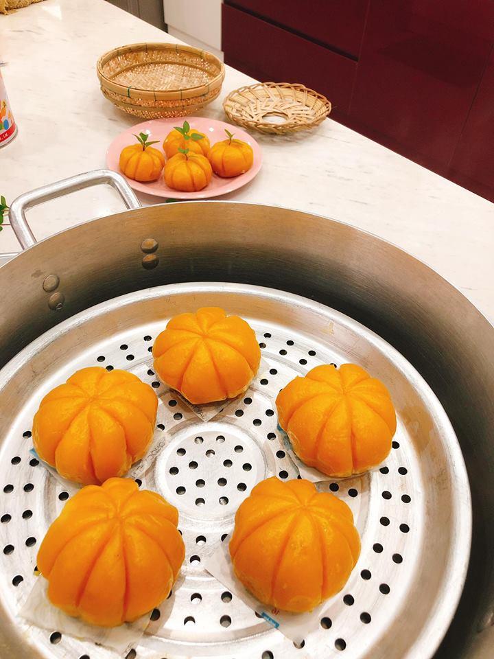 cách làm bánh bí đỏ đậu xanh 03 cách làm bánh bí đỏ đậu xanh Cách làm bánh bí đỏ đậu xanh chào mùa Halloween sôi động cach lam banh bi do dau xanh 03