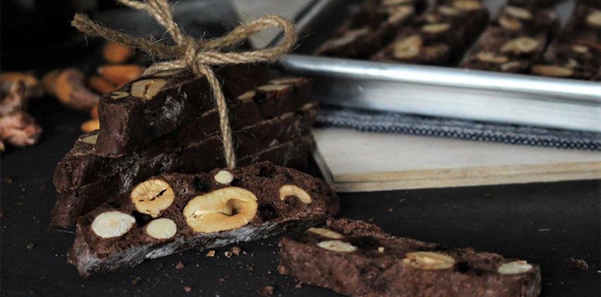 cach lam banh biscotti socola 01 cách làm bánh biscotti socola Cách làm bánh Biscotti Socola giòn rụm thơm lừng cả căn bếp cach lam banh biscotti socola 01
