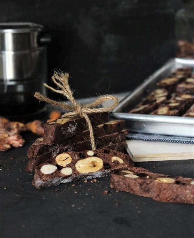 cach lam banh biscotti socola 1 cách làm bánh biscotti socola Cách làm bánh Biscotti Socola giòn rụm thơm lừng cả căn bếp cach lam banh biscotti socola 1