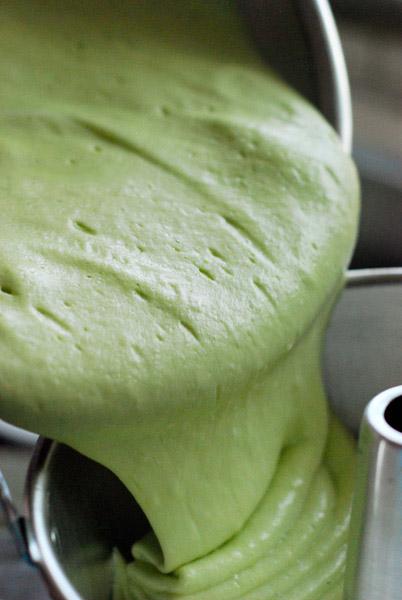 cách làm bánh chiffon lá dứa 11 cách làm bánh chiffon lá dứa Cách làm bánh Chiffon lá dứa xanh mướt mát cach lam banh chiffon la dua 11