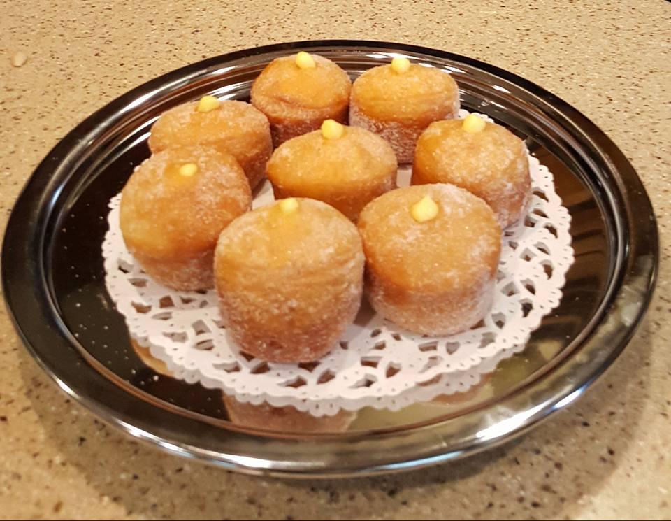 cách làm bánh donuts 5 cách làm bánh donuts Cách làm bánh Donuts nhân kem ngậy béo ngon xuýt xoa cuối tuần cach lam banh donuts 5