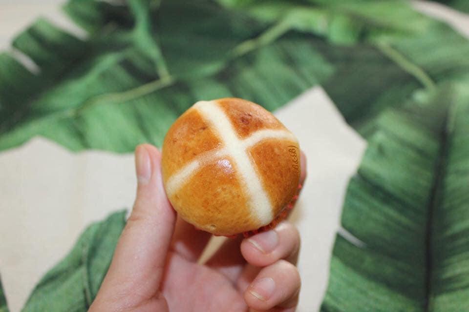 cách làm bánh hot cross buns 3 cách làm bánh hot cross buns Cách làm bánh Hot Cross Buns thật ngon cho con mang đến trường cach lam banh hot cross buns 3