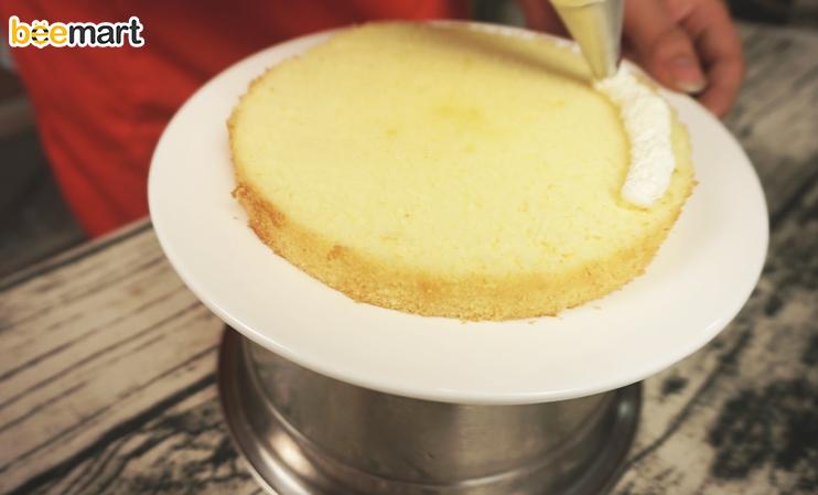 cách làm bánh kem 8 cách làm bánh kem Cách làm bánh kem tặng người phụ nữ thân yêu của bạn ngày 20/10 cach lam banh kem 8