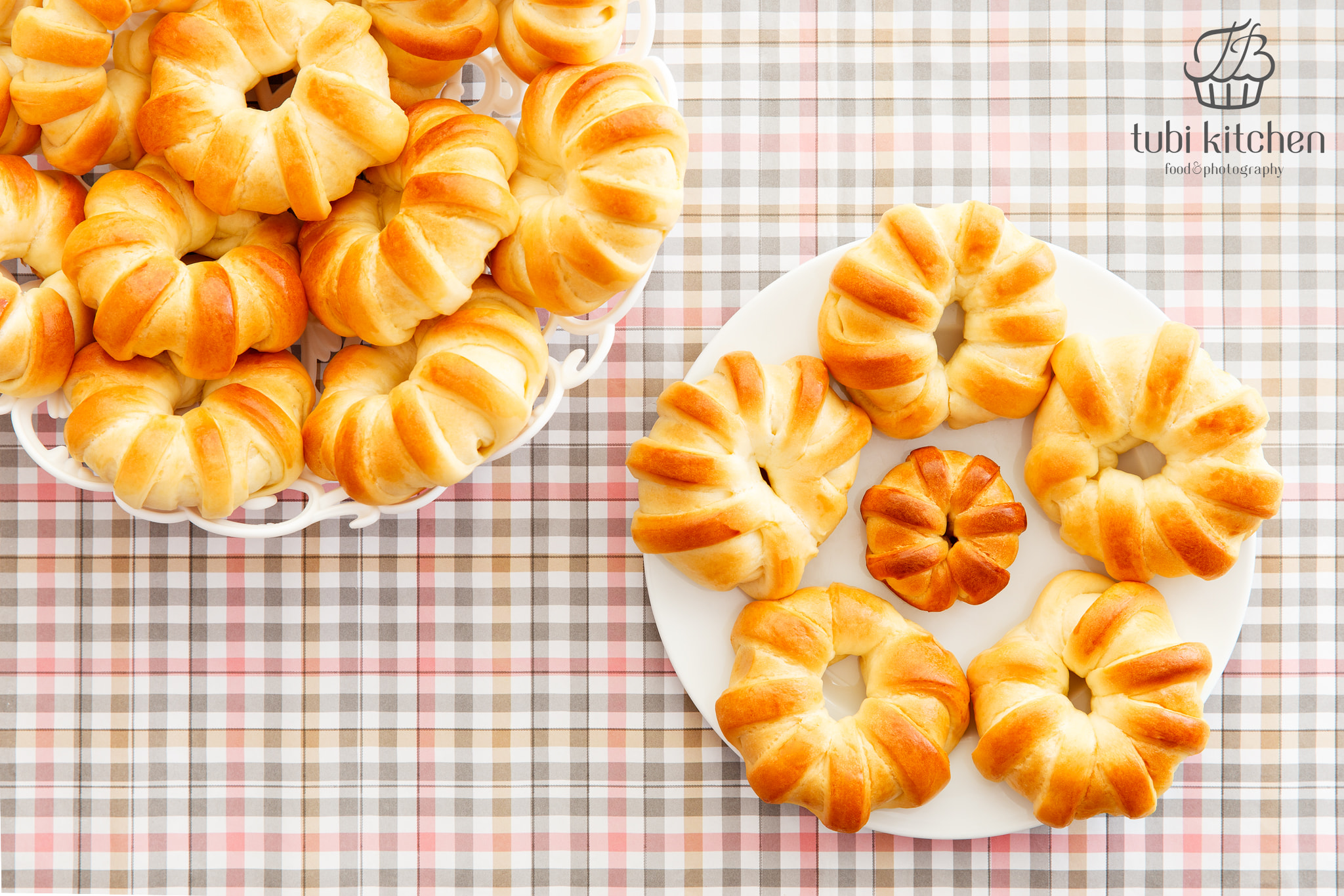 cách làm bánh mì bơ sữa nhân mứt dâu 3 cách làm bánh mì bơ sữa nhân mứt dâu Cách làm bánh mì bơ sữa nhân mứt dâu cho cả nhà vào dịp cuối tuần cach lam banh mi bo sua nhan mut dau 3