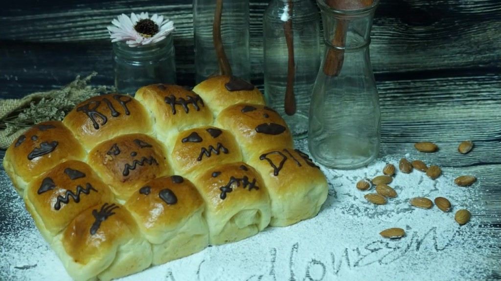 cách làm bánh mì halloween cách làm bánh bí đỏ đậu xanh Cách làm bánh bí đỏ đậu xanh chào mùa Halloween sôi động cach lam banh mi halloween