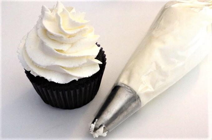 dùng kem tươi để trang trí 28 dùng kem tươi để trang trí Dùng kem tươi để trang trí bánh gato đúng cách, bạn đã biết chưa? dung kem tuoi de trang tri 28