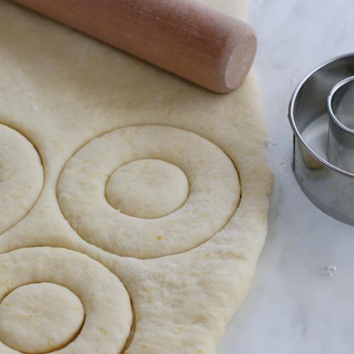 cách làm bánh rán 7 cách làm bánh rán Cách làm bánh rán ăn không biết chán vì nhiều công thức hay (Phần 1) cach lam banh ran 7