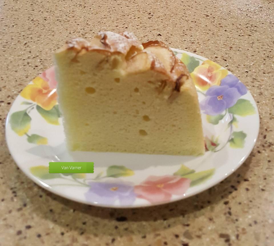 công thức bánh chiffon táo 2 công thức bánh chiffon táo Công thức bánh chiffon táo đẹp lạ mà vẫn ngon thần sầu cong thuc banh chiffon tao 2