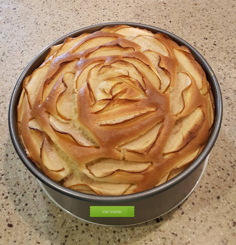 công thức bánh chiffon táo 3 công thức bánh chiffon táo Công thức bánh chiffon táo đẹp lạ mà vẫn ngon thần sầu cong thuc banh chiffon tao 3