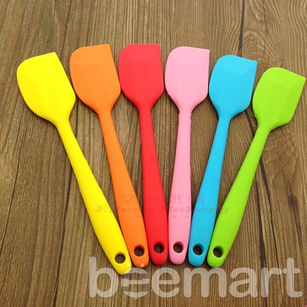 Dụng cụ làm bánh kem cơ bản 4 dụng cụ làm bánh kem cơ bản Dụng cụ làm bánh kem cơ bản giúp bạn có chiếc bánh gato siêu đẹp dung cu lam banh kem co ban 4