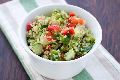 hạt diêm mạch quinoa hạt diêm mạch Tìm hiểu về lợi ích của loại hạt siêu thực phẩm – Hạt diêm mạch Quinoa lam mon salad giam can ngon tu hat quinoa