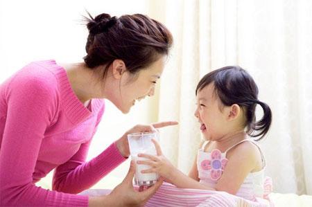 các loại sữa tốt cho trẻ nhỏ các loại sữa tốt cho trẻ nhỏ Các loại sữa tốt cho trẻ nhỏ làm từ hạt dinh dưỡng nuoi con