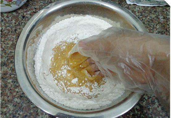 làm bánh trung thu bằng bột mì làm bánh trung thu bằng bột mì Làm bánh trung thu bằng bột mì chuẩn hương vị Hà Thành lam banh trung thu bang bot mi 01