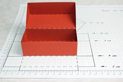 làm hộp đựng bánh trung thu Làm hộp đựng bánh trung thu handmade thêm trọn vẹn nghĩa tình lam hop dung banh trung thu 06