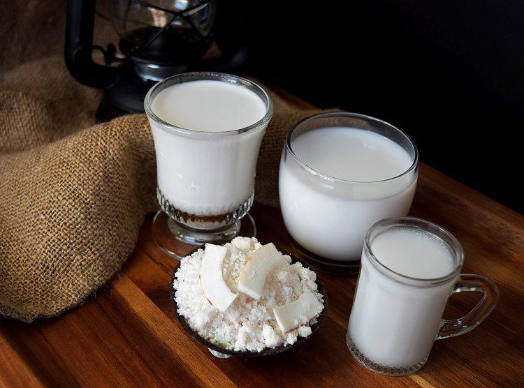 nuoc-cot-dua nước cốt dừa Cách làm nước cốt dừa béo ngậy đa năng cho mọi loại chè thái Coconut milk 0 750x556