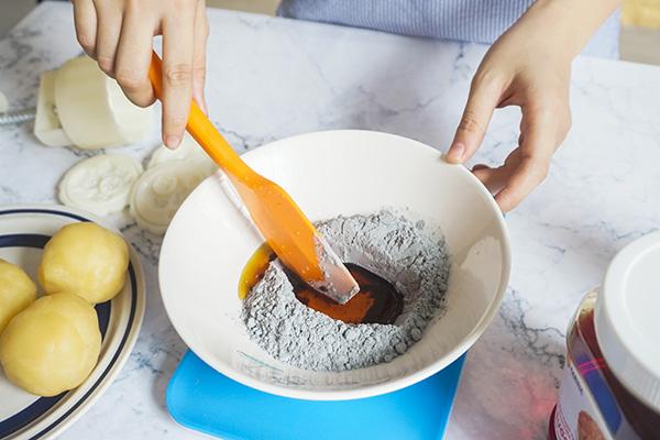 làm bánh trung thu từ bột tinh than tre bột tinh than tre Các loại bánh hot nhất làm từ bột tinh than tre cực tốt cho sức khỏe DSC02798