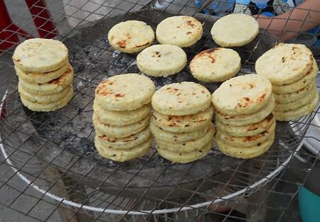 banh-san-nuong bánh sắn nướng Tuyệt chiêu làm bánh sắn nướng ngon ngậy ngậy ba  nh khoai nu  o    ng