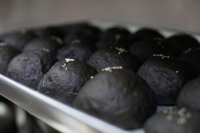 bánh bao tinh than tre bột tinh than tre Các loại bánh hot nhất làm từ bột tinh than tre cực tốt cho sức khỏe banh bao tinh than tre