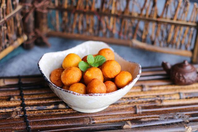 banh-khoai-lang-chien-phong bánh khoai lang chiên phồng Cách làm bánh khoai lang chiên phồng ai cũng thèm banh khoai roly
