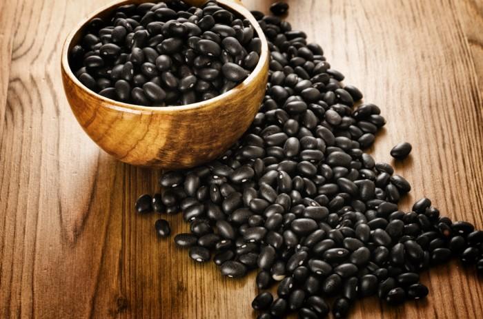 nuoc-do-den-rang nước đỗ đen rang Nước đỗ đen rang uống mỗi ngày liệu có tốt không? black beans 1442157889218