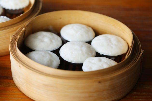 lam-banh-bo làm bánh bò Cách làm bánh bò bằng bột gạo đúng chất Nam Bộ cach lam banh bo bang bot gao 630x420 1
