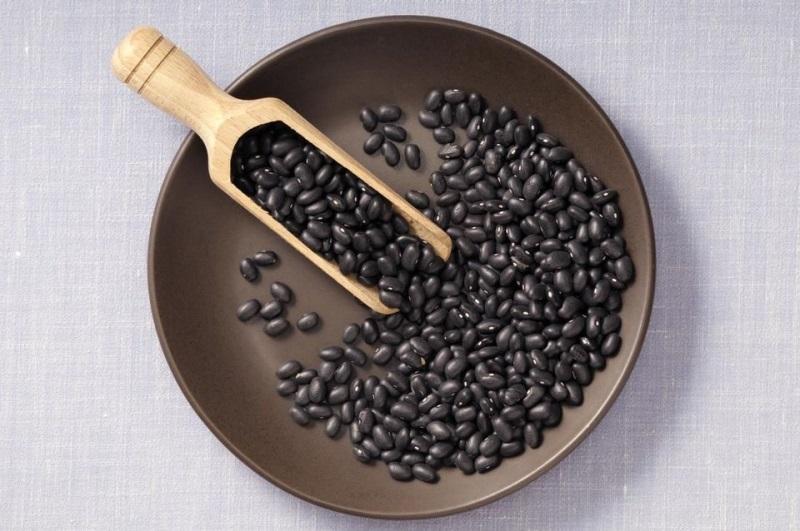 nuoc-do-den-rang nước đỗ đen rang Nước đỗ đen rang uống mỗi ngày liệu có tốt không? cach nau nuoc dau den chua bach benh 27126