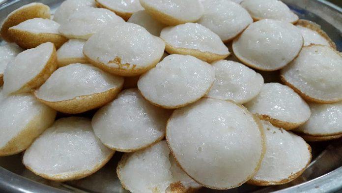 lam-banh-bo làm bánh bò Cách làm bánh bò bằng bột gạo đúng chất Nam Bộ ccah lam banh bo hap nuoc cot dua 696x392
