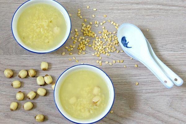 nau-che-hat-sen nấu chè hạt sen Cách nấu chè hạt sen thơm ngon, tươi mát che hat sen dau xanh