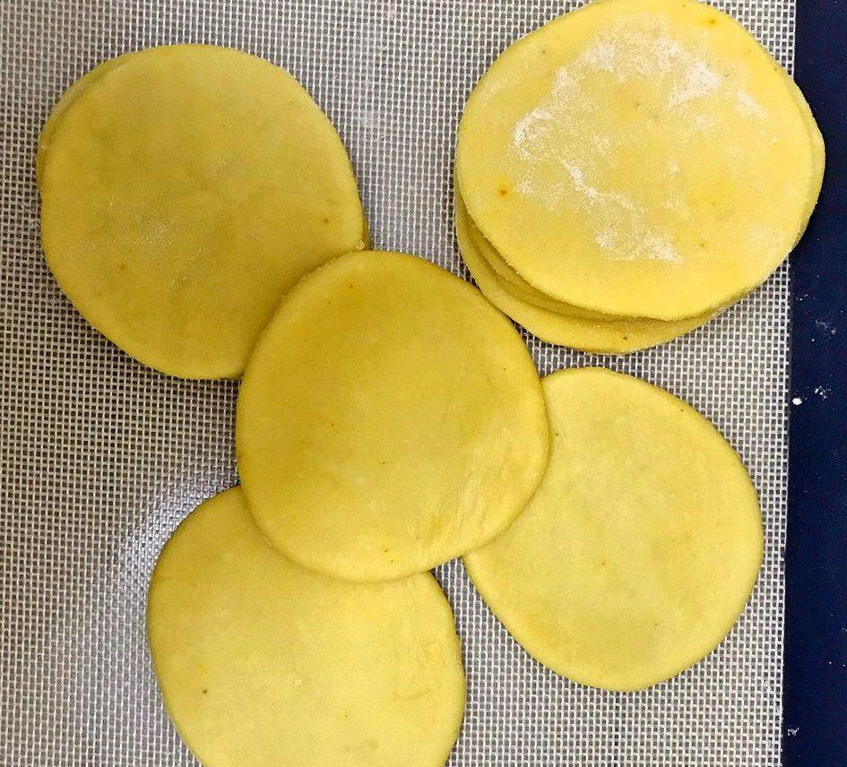 bot-my bột mỳ Cách làm bánh mặn từ bột mỳ siêu ngon lam vo banh goi e1567238828859