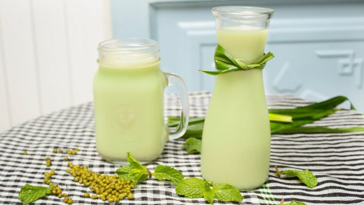 sua-dau-xanh sữa đậu xanh Công dụng của sữa đậu xanh không phải ai cũng biết tac dung cua dau xanh 1 e1562229940120