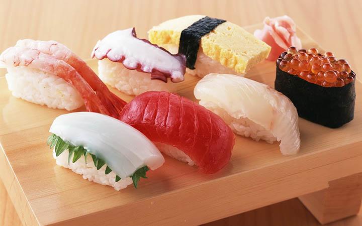 cach-lam-sushi cách làm sushi Cách làm sushi ngon nhất cùng thưởng thức cuối tuần Sushi 2