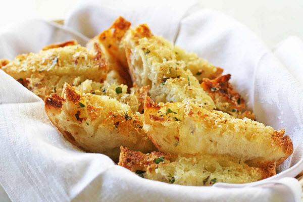 banh-mi-bo-duong bánh mì bơ đường Cách làm bánh mì bơ đường béo ngậy, thơm ngon banh mi bo toi