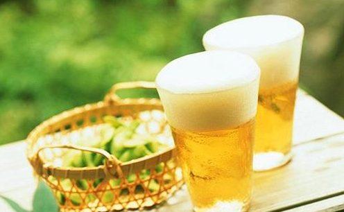 bia-va-trung-ga bia và trứng gà Bạn có biết bia và trứng gà có tác dụng gì không? bia va trung ga co giup tang can khong e1569217870975