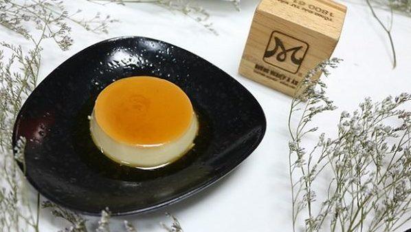 banh-flan-khong-bi-ro bánh flan không bị rỗ Vài bí kíp với cách làm bánh flan không bị rỗ cach lam banh flan mem min 2 e1568094335427