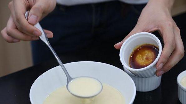 banh-kem-flan bánh kem flan Cách làm bánh kem flan mềm ngon khó cưỡng cach lam banh kem flan cho be 10 e1568082230770