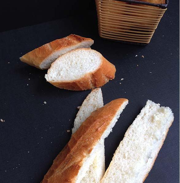 banh-mi-bo-duong bánh mì bơ đường Cách làm bánh mì bơ đường béo ngậy, thơm ngon cach lam banh mi bo toi 3 e1567478806943