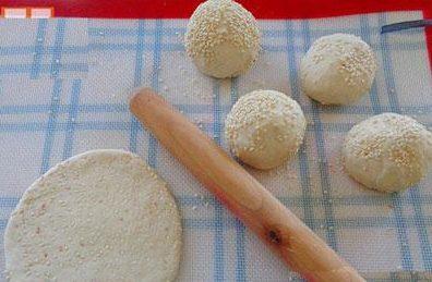 banh-tieu-sua bánh tiêu sữa Cách làm bánh tiêu sữa béo ngậy cho cả nhà cùng thưởng thức cach lam banh tieu sua