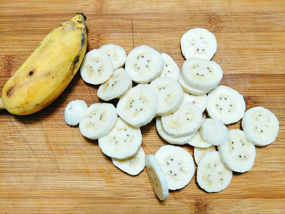 banh-chuoi-nuong-pho-mai bánh chuối nướng phô mai Bánh chuối nướng phô mai dễ làm mà chén cực ngon cach lam chuoi su lac pho mai nong hoi thom lung dang hot xinh xich 2