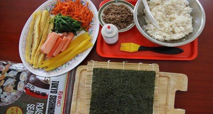 cach-lam-sushi cách làm sushi Cách làm sushi ngon nhất cùng thưởng thức cuối tuần cach lam sushi viet nam 3 e1568097306144